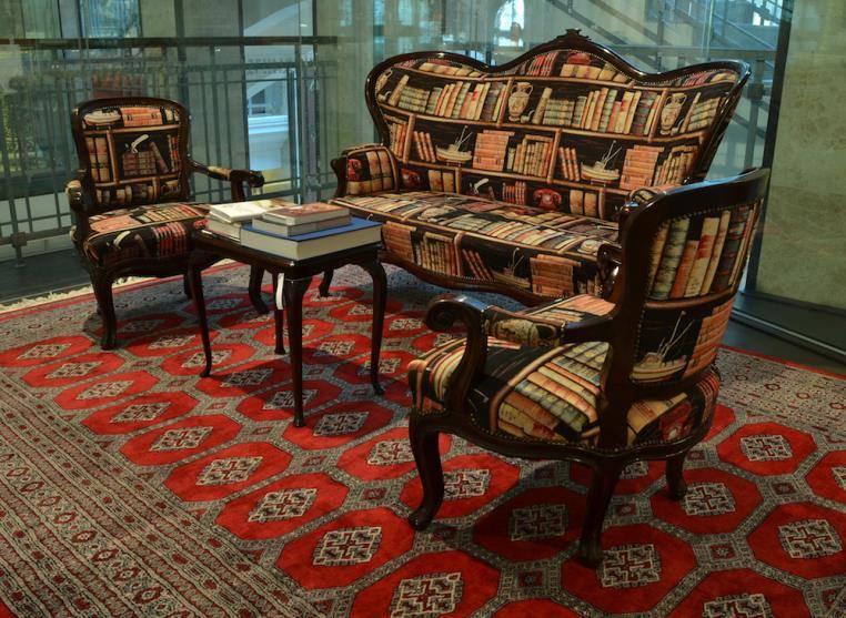 Könyvespolcos gobelin bútorszövetből garnitúra