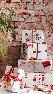 christmas holidays - tacskó kutyás dekorvászon csomagoló anyagként