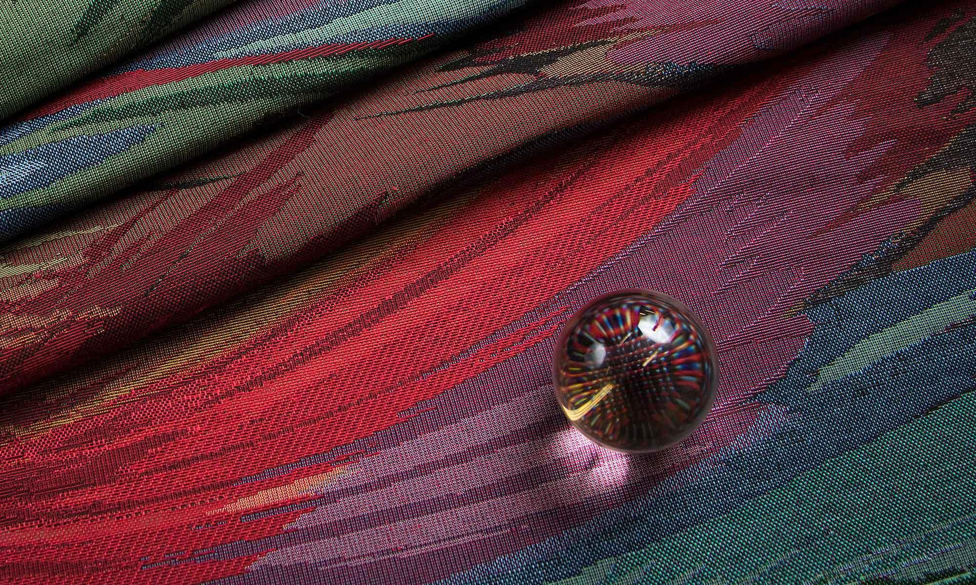 Gobelin szövésű bútorszövet üveggolyóval ecsetvonás