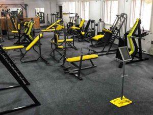 sárga műbőr edzőtermi gépek